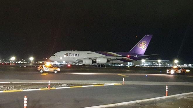 İLK KEZ BİR AIRBUS A380 İNMİŞ OLDU