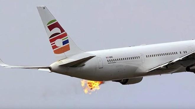 BOEING 767'NİN MOTORUNDAN ALEVLER ÇIKTI